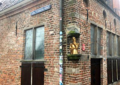 Straatnamencommissie adviseert college om naam Lieve Vrouwekerkhof te vervangen